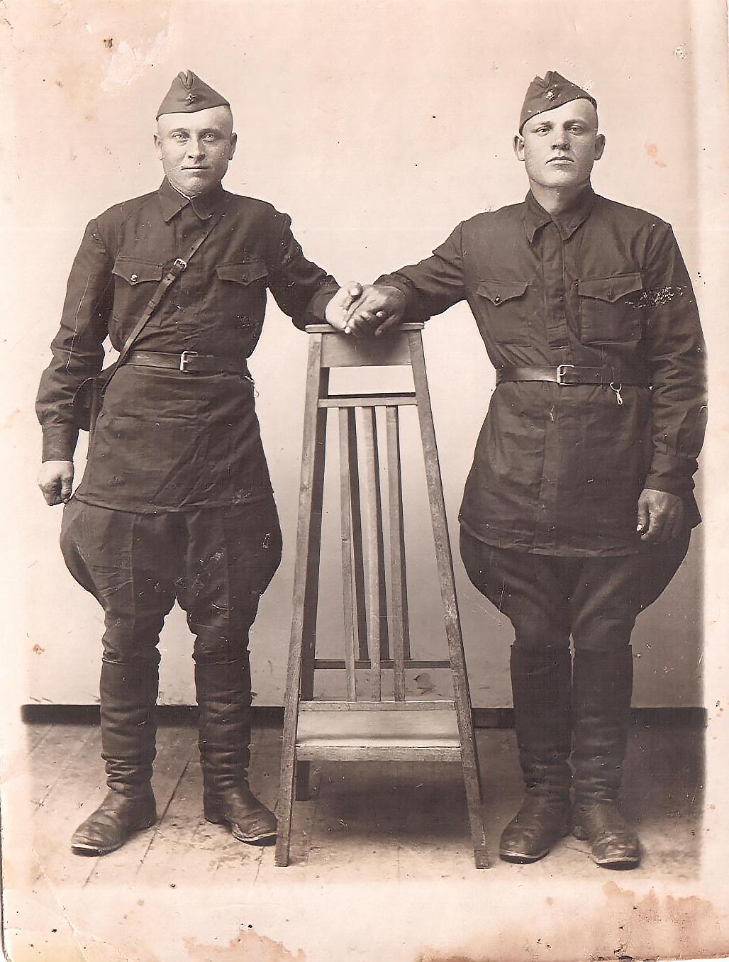 Ларионов слева