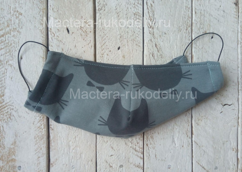 sdelannaya-svoimi-rukami-medicinskaya-maska-17