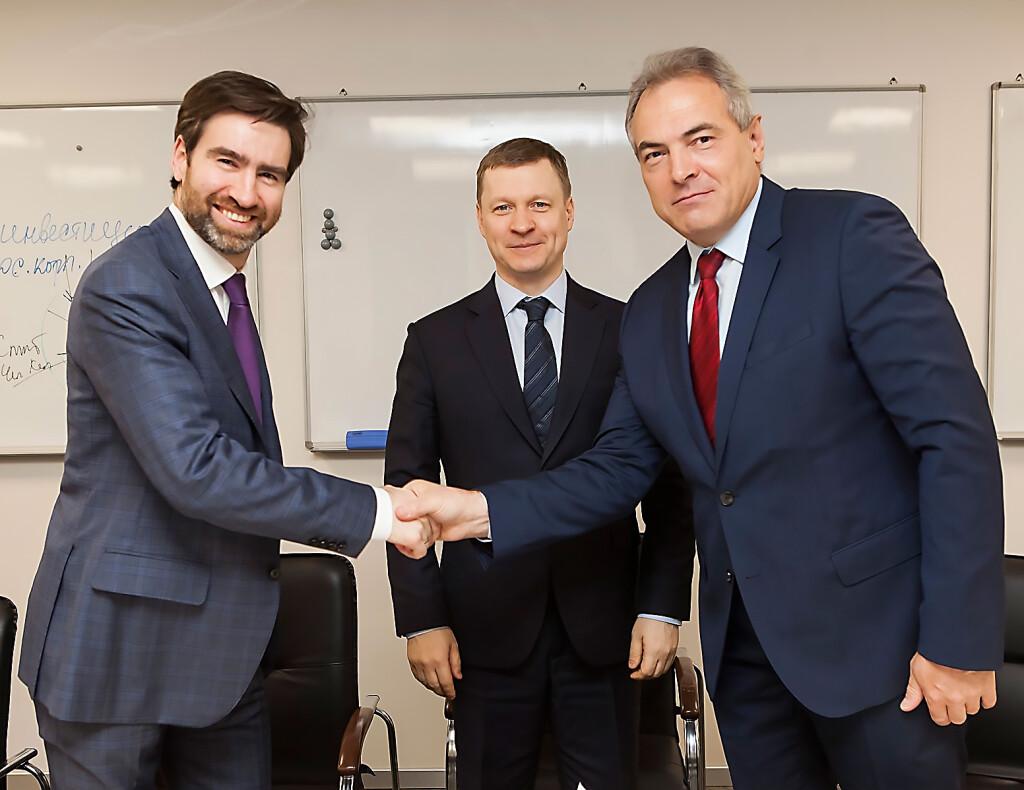 2051 Соглашение скрепили рукопожатием (слева направо) Дмитрий Ялов Андрей Ива...