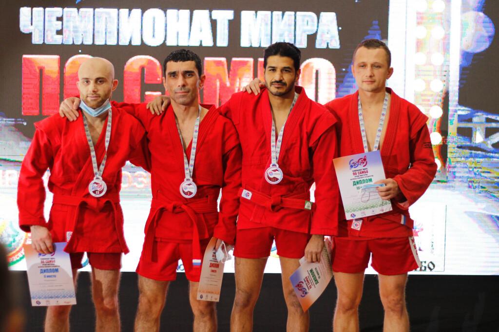 2051 Э. Рахимов крайний слева -награждение2